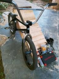 Vendo ou troco BMX por bike de downhill