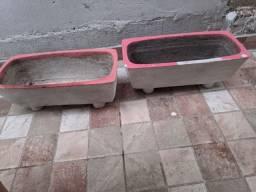 Dois vasos de cimento