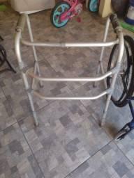 Cadeira de roda e andador