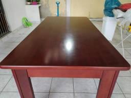 Mesa de madeira mogno