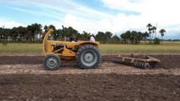 Trator CBT com grade 2105