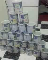 Latas de leite vazias