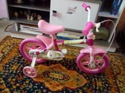 Vendo essa bicicleta aro 12 da Lilly bem conservada