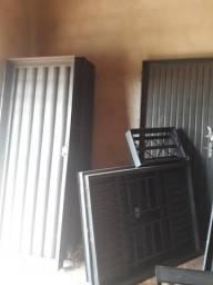 Vendo portas e janelas reforçadas