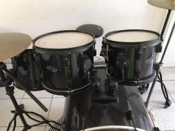Bateria acústica RMV pouco usada com pratos e ferragens