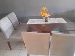 Vendas mesa e seis cadeiras e um aparador