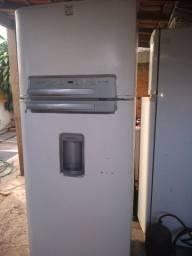 Vendo uma geladeira Electrolux