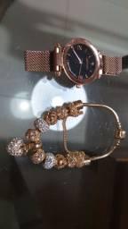 Relógio e pulseira dourados novos
