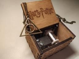 Caixinha de som Harry Potter + Colar Relíquias Frete Grátis ML