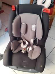 Cadeirinha confortável e segura para carro tutti baby.
