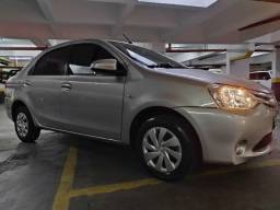 Toyota Etios Sedã Automático