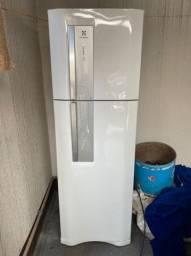 Geladeira Electrolux DF42 FrostFree 382L 110V