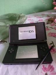 """Vendo um """"NINTENDO DS LITE""""."""