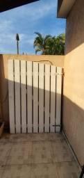 Vendo portão de madeira