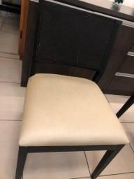 Lindas cadeiras da loja Maria Alice decorações