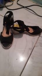 Sandália n 35 nunca usada