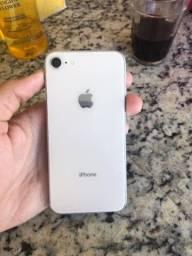 iPhone 8 (pequeno trincado na tela)