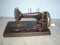Maquina de costura manual antiga para decoração