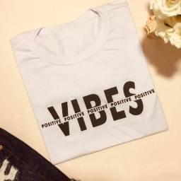 Camiseta T-Shirt Positive Vibes Alto Relevo Branca tamanho P