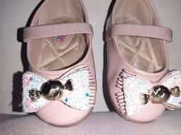 Vendo sapatinhos de menina