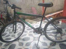 Vende-se bicicleta aro 26 com pneu cravudo novos e com 27 marchas