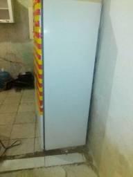 Troco uma geladeira