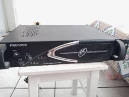 Amplificador de potência PRO 1200 - 300 watts cada