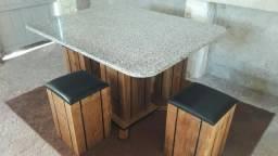 Mesa nova de madeira maciça com tampo de mármore