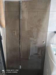 Box de banheiro fumê novo.