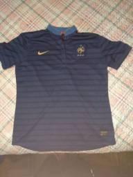 Jacó tá tomy camiseta da Espanha e camiseta da França