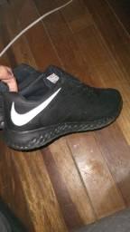 Tênis Nike tamanho 42