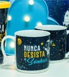 Caneca Porcelana Urban 360ml na caixa - Astronauta - Nunca Desista de Sonhar Brasfoot