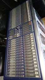 Mesa de som SKP 32 canais semi nova