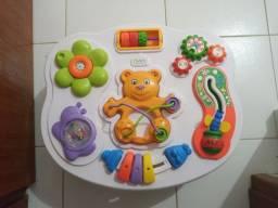 Mesa de atividades para bebê
