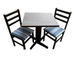 Mesa medida 60x60 com 2 cadeiras estofadas - REF 208