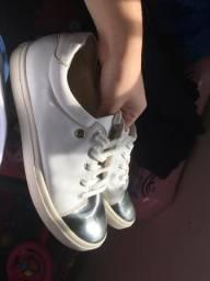 Tênis branco e prateado sapatinho de luxo
