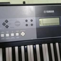 Teclado Yamaha PSR E233 em perfeito estado