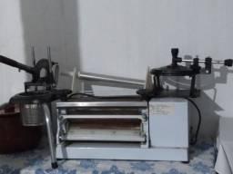 Selindro elétrico, espremedor de batata, máquina de fechar marmitas.