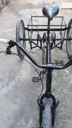 Vende-se um triciclo ou troco por outra e mais um dinheiro