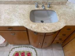 Armarinho para banheiro em mármore