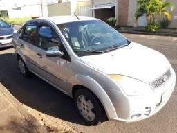 Extra- Fiesta 1.6 Sedan 2010