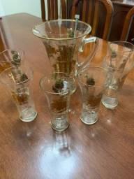 Jogo de jarra com copos