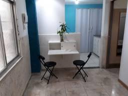 Charmoso quarto e sala em Vila familiar
