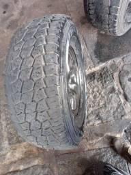 Jogo de Rodas Fiat toro com pneus e calotas.