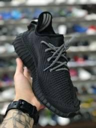Tênis Adidas Yeezy Boost