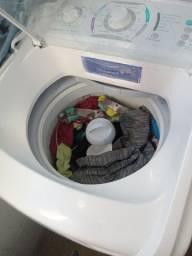 Máquina de lavar roupas Eletrolux 8k
