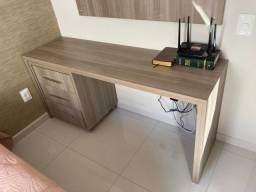 Escrivaninha + cadeira + painel
