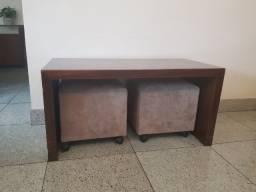 Mesa de Centro e Dois Puffs Quadrados