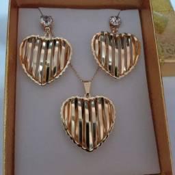 Semi Jóias conjunto de coração banhado a ouro
