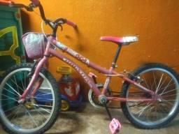 Bicicleta infantil menina nunca usada baixei o preço para vender logo 450